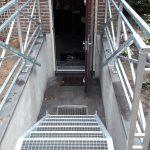 Verzinkte trap naar ingang kelder