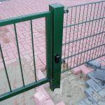 Aansluiting poort op bestaand hekwerk