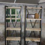 Boekenkast. Met steigerhouten planken. Prijs zoals afgebeeld per 2 stuks: € 585,-
